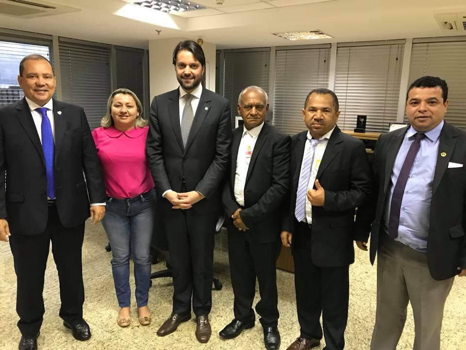 Senador Vicentinho Alves solicita ao Ministro das Cidades a construção de casas nas aldeias indígenas do Tocantins