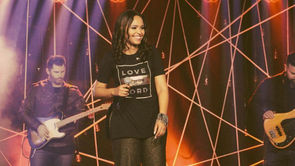 Jane Gomes divulga lançamentos simultâneos: single e videoclipe versão Grace to Grace, de Hillsong Worshi