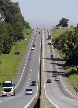 Tráfego da via Dutra passa por mudanças em Cachoeira Paulista (SP), em função de obras
