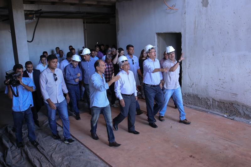 Novo Fórum de Araguaína: presidente e governador visitam obras 80% concluídas