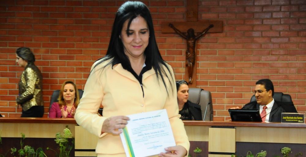 Deputada estadual Amália Santana recebe alta após ficar 30 dias internada
