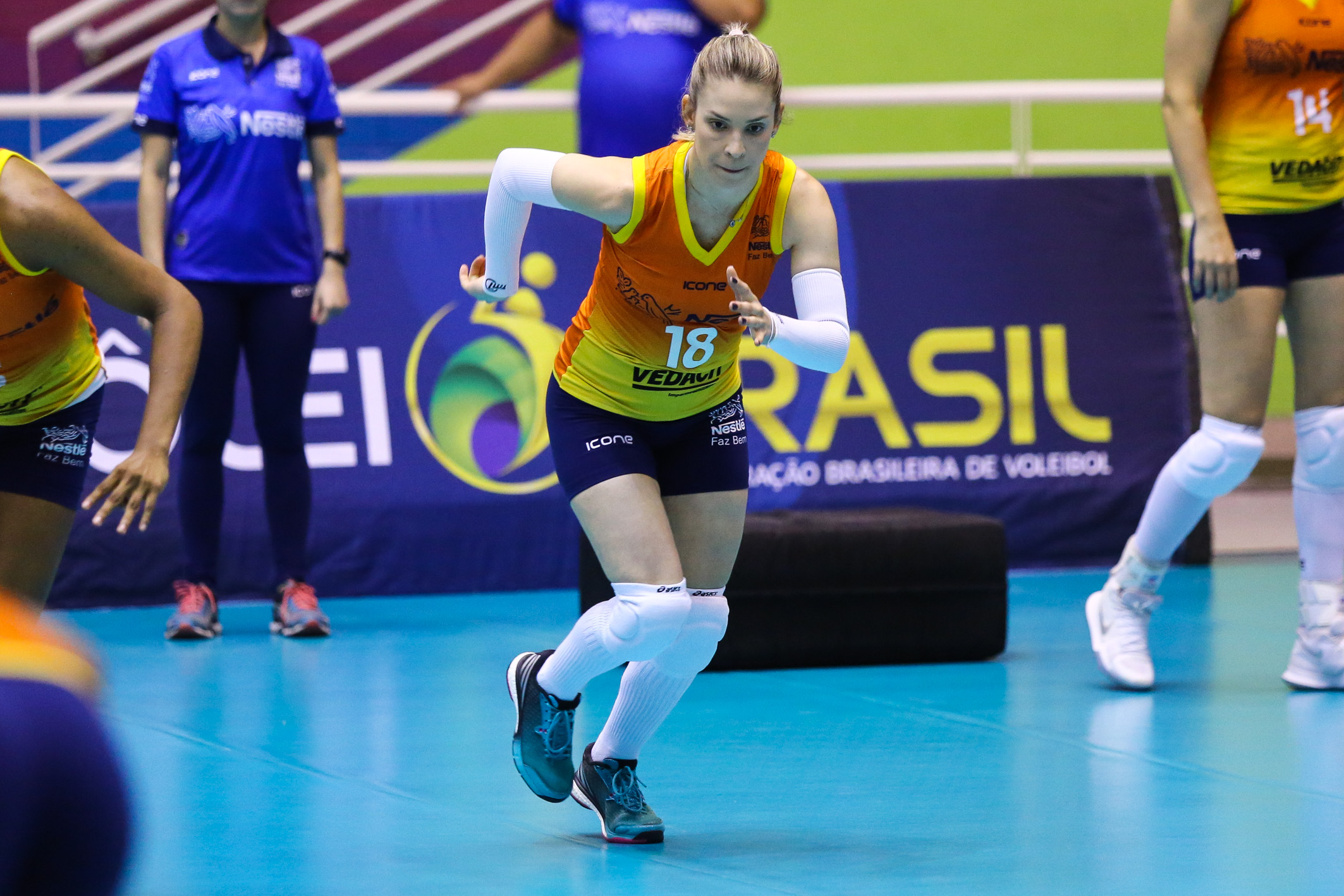 Camila Brait está de volta às quadras na fase final da Superliga