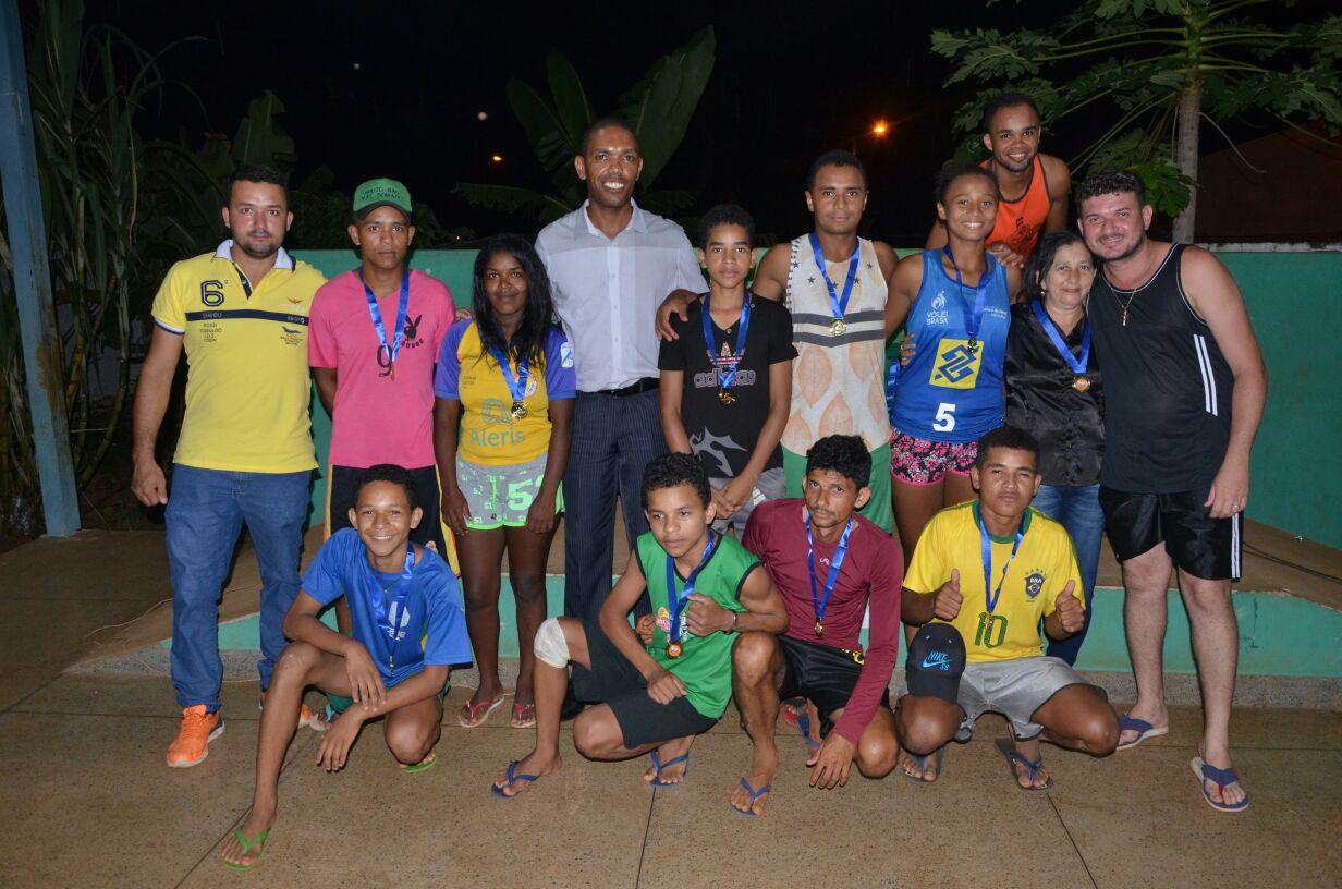 Cras Esperança premia vencedores do 1º Torneio de Vôlei de Areia Eldorado