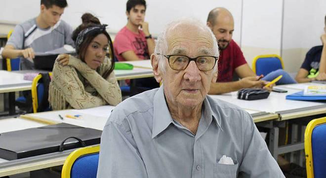 Aos 90, aposentado realiza sonho de fazer faculdade de Arquitetura