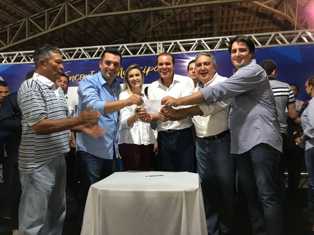 Filiação de Torquato ao PSDB reúne público recorde em Gurupi e é abonada por Ataídes