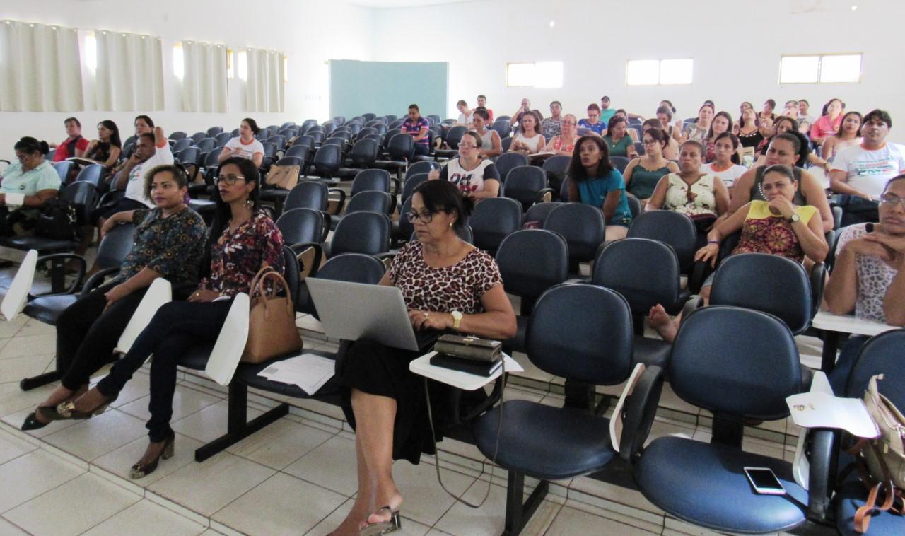 Profissionais da Educação participam do dia D de discussão sobre a Base Nacional Comum Curricular