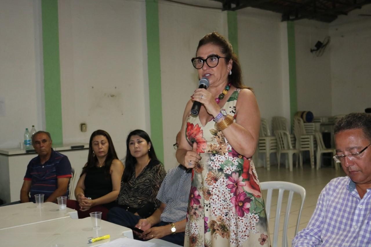 Prefiro construir escolas a construir presídios, diz Kátia Abreu, durante reunião em setores de Gurupi