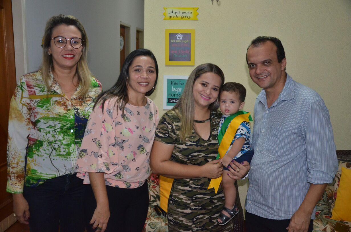 Prefeito de Porto Nacional e primeira-dama visitam Bebê Prefeito