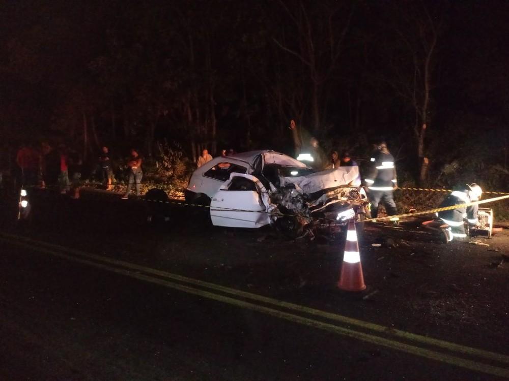 Duas pessoas morrem em acidente na PR-092, em Siqueira Campos