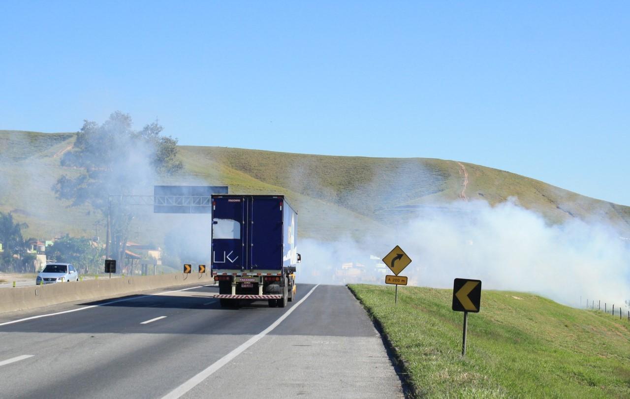 Queimadas às margens das rodovias aumentam 32%, aponta estudo do Grupo CCR