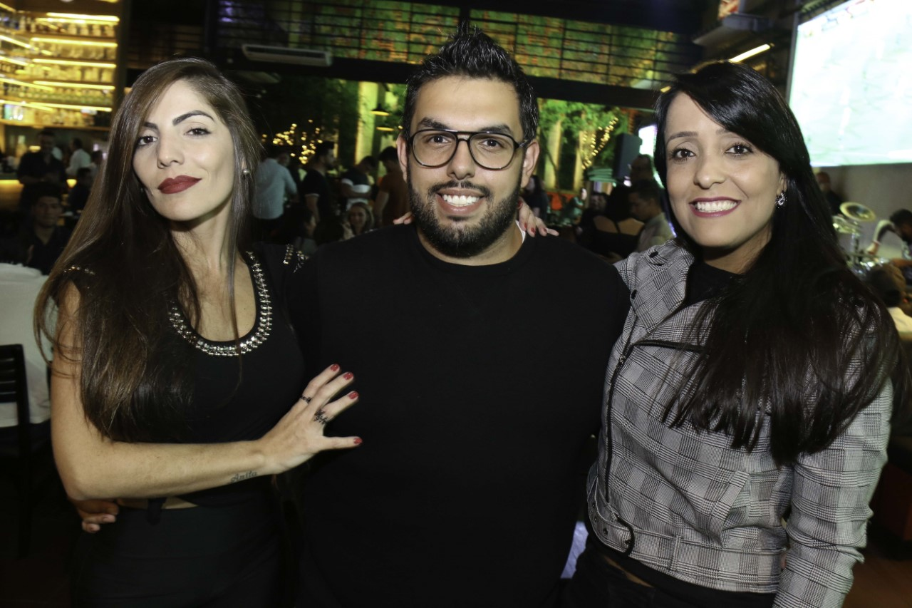 Famosos prestigiam aniversário de 30 anos de Cauê Garcia em São Paulo