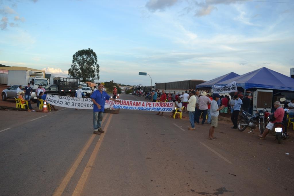 Decisão do Governo Federal não surte efeito e caminhoneiros mantêm protestos nas rodovias pelo Brasil