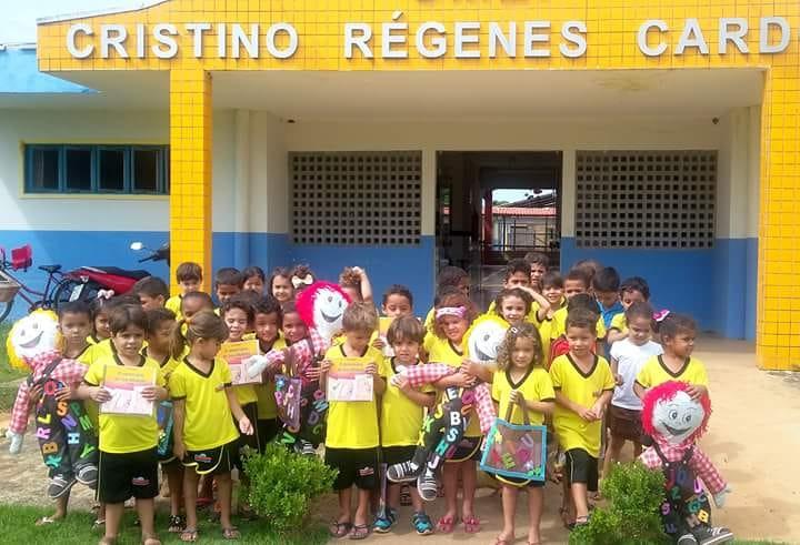 """Alunos do CMEI em Barrolândia recebem visita do """"Senhor Alfabeto"""""""