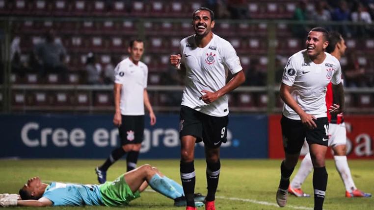 Em noite especial, Júnior Dutra valoriza oportunidade e vibra com seus primeiros gols na Libertadores