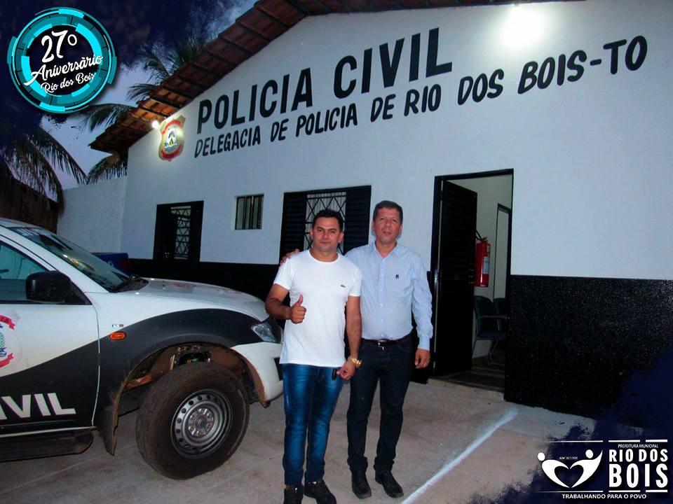Prefeito Moacir Oliveira entrega reforma da delegacia de Rio dos Bois
