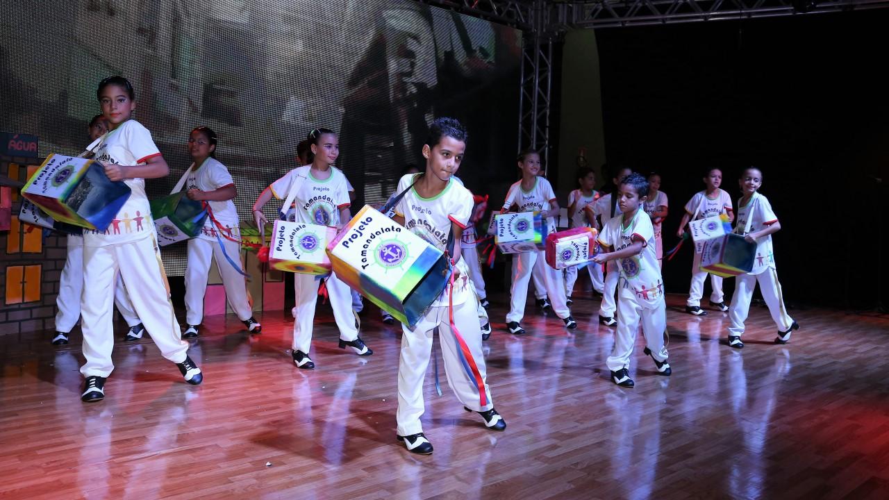 Alunos da ETI Almirante Tamandaré transformam materiais recicláveis em projeto musical