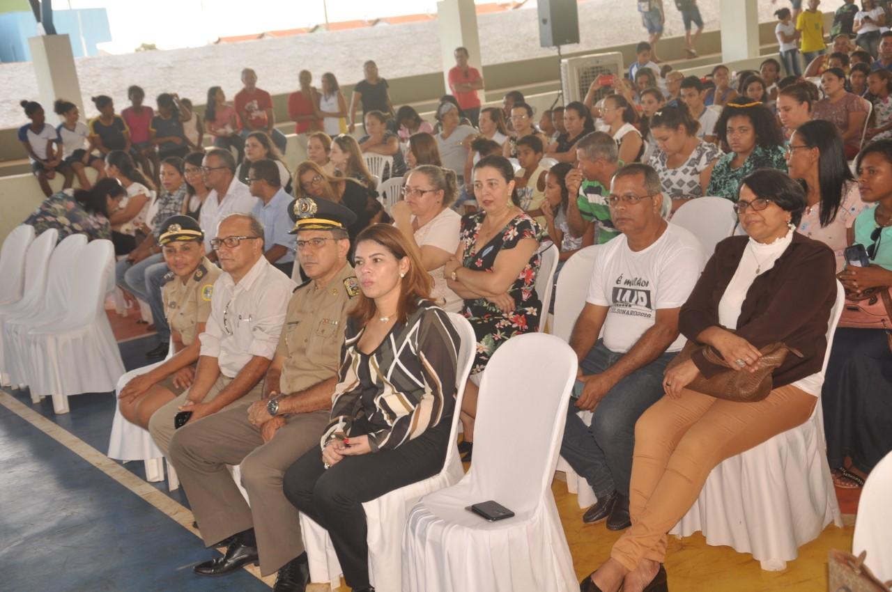 Secretária Municipal da Educação de Porto Nacional prestigia lançamento do Colégio Militar no Município