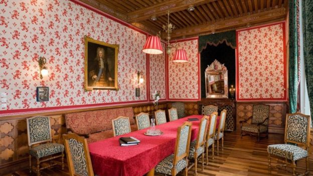 Os detalhes do diário escondido por mais de um século debaixo do assoalho de castelo nos Alpes