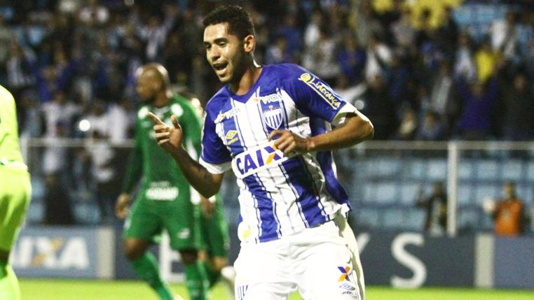 Com 6 gols em 11 jogos na Série B, Renato vive momento artilheiro no Avaí