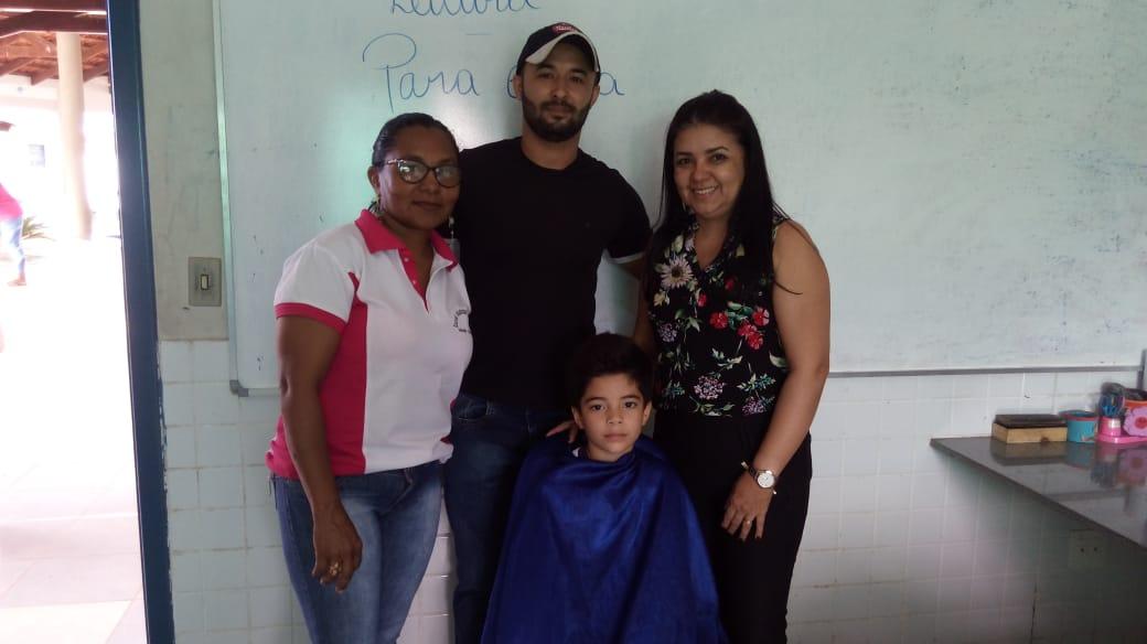 Alunos de Monte Santo (TO) recebem corte de cabelo com desconto em ação solidária