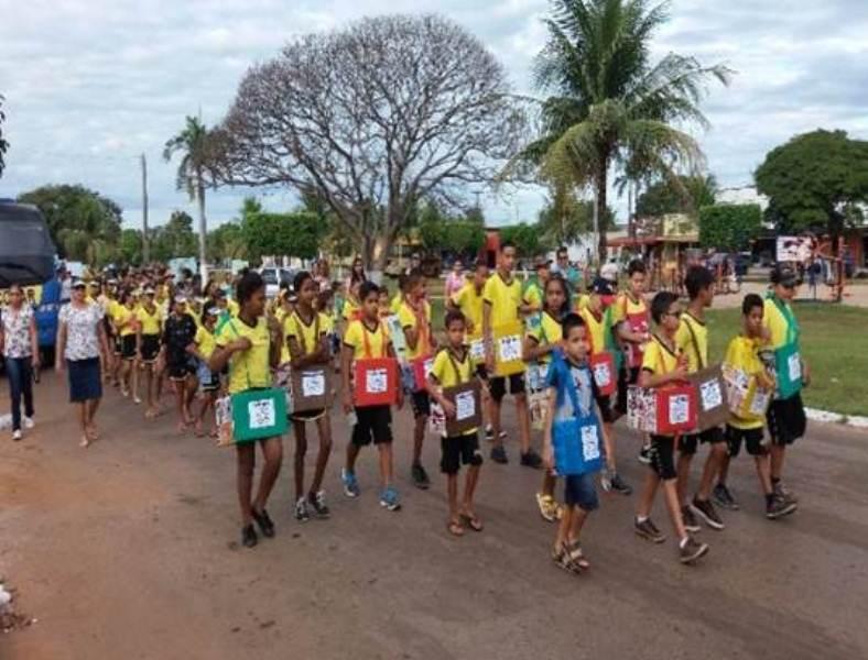 Comunidade participa de caminhada ecológica promovida por escola municipal em Barrolândia (TO)