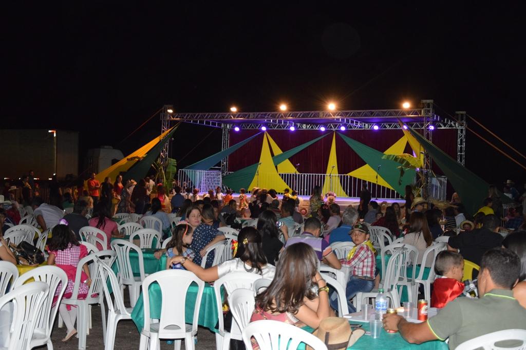 Escola Raio de Sol realiza Noite Sertaneja em Paraíso do Tocantins