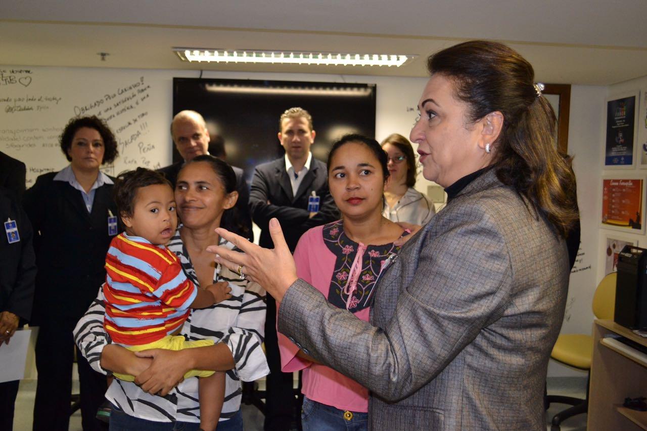 Kátia Abreu faz apelo à Defensoria para que crianças tocantinenses sejam operadas