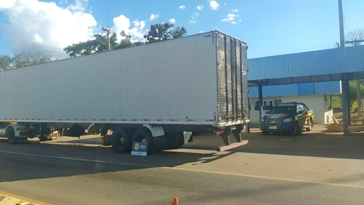 PRF apreende caminhão adulterado em Guaraí (TO)