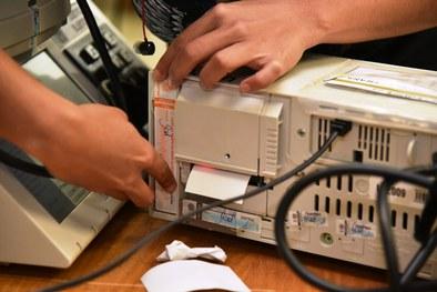 Zonas Eleitorais realizam carga e lacração das urnas para o 2º turno
