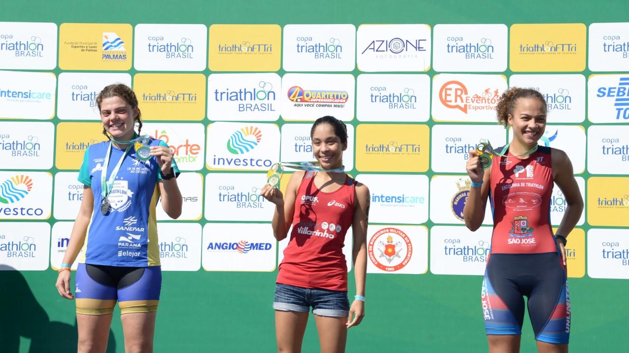 Graciosa e lago de Palmas foram cenário de provas de alto rendimento do triathlon neste domingo, 10