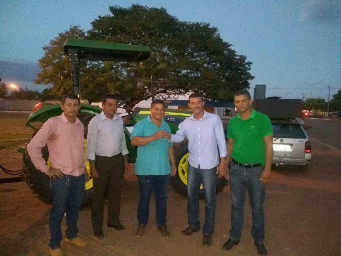 Prefeitura de Marianópolis (TO) reforma máquinas e recebe novo trator