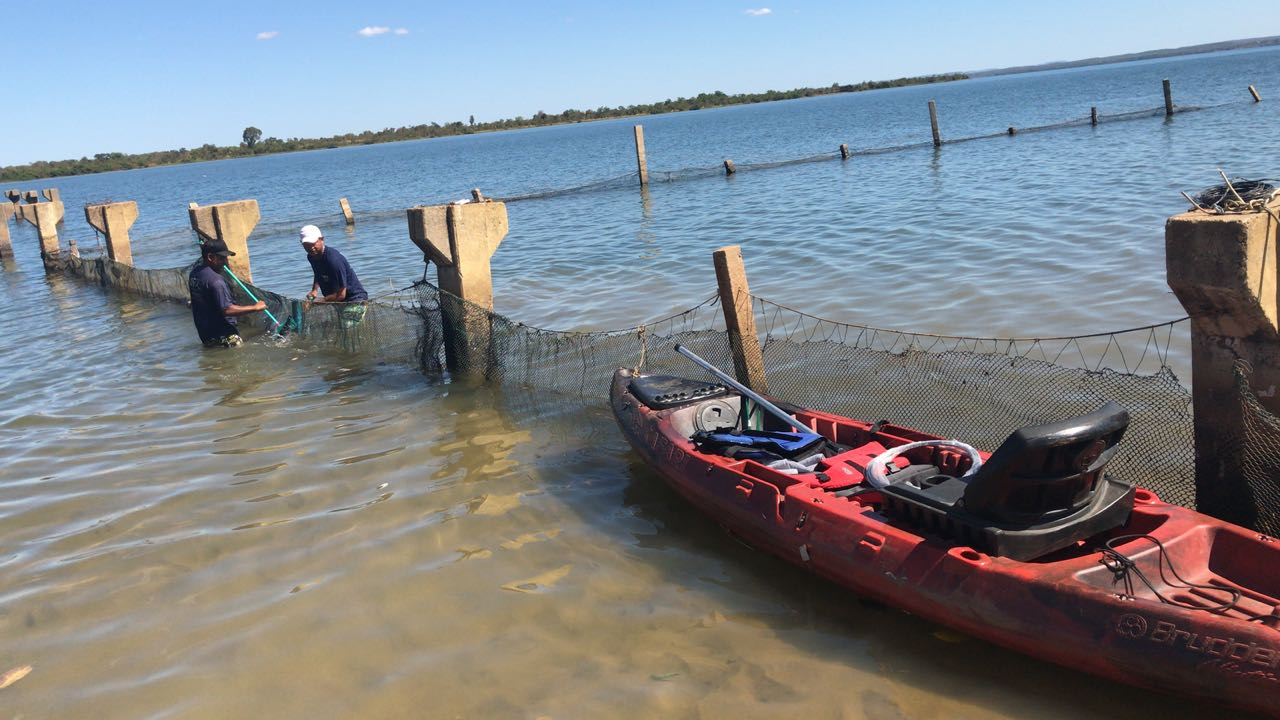 Telas de proteção de área de banho nas praias da Capital passam por manutenção