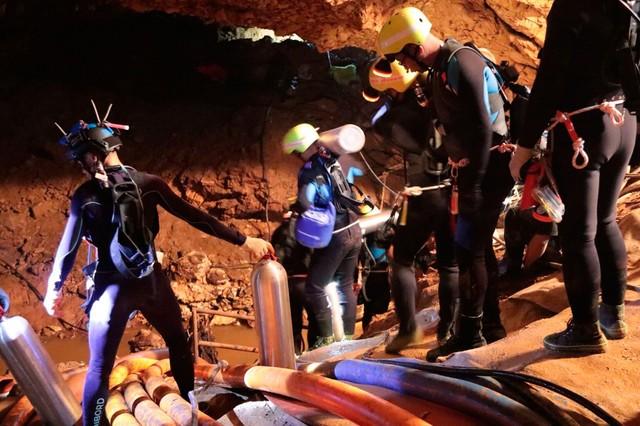 Chuva atinge caverna na Tailândia onde equipes lutam por resgate de crianças