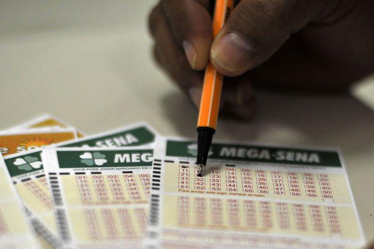 Acumulada, Mega-Sena pode pagar hoje prêmio de R$ 27 milhões