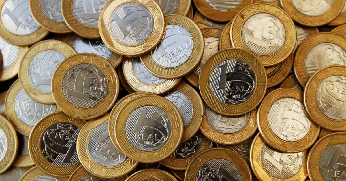Estudo revela que cerca de 8 bilhões de moedas estão guardadas no Brasil, o que é ruim para o comércio
