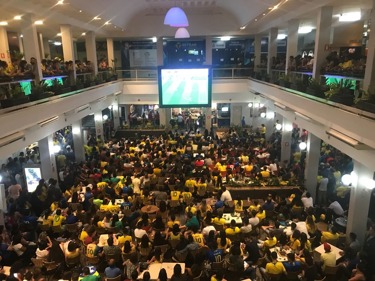 Torcida em Palmas comemora vitória do Brasil sobre o México na Copa do Mundo