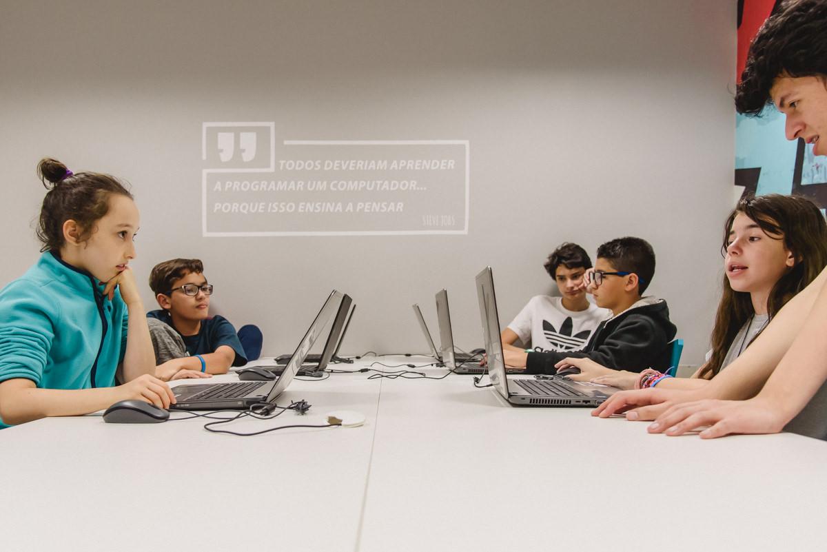 Escola de tecnologia e inovação permite que crianças desenvolvam habilidades para o futuro