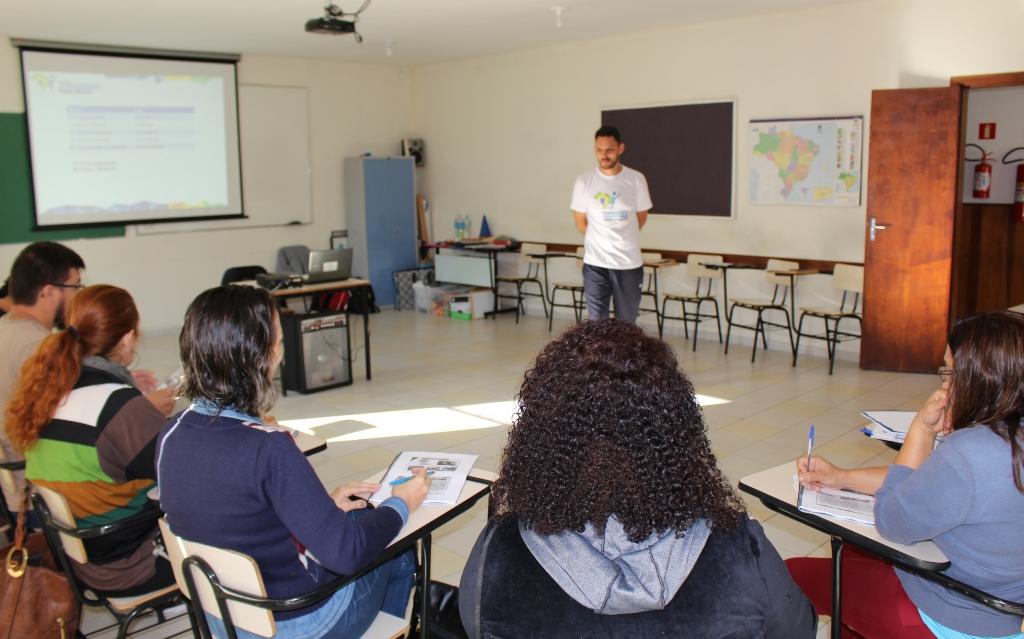 IEE e Petrobras realizam primeira formação do ano para professores em Araucária (PR)