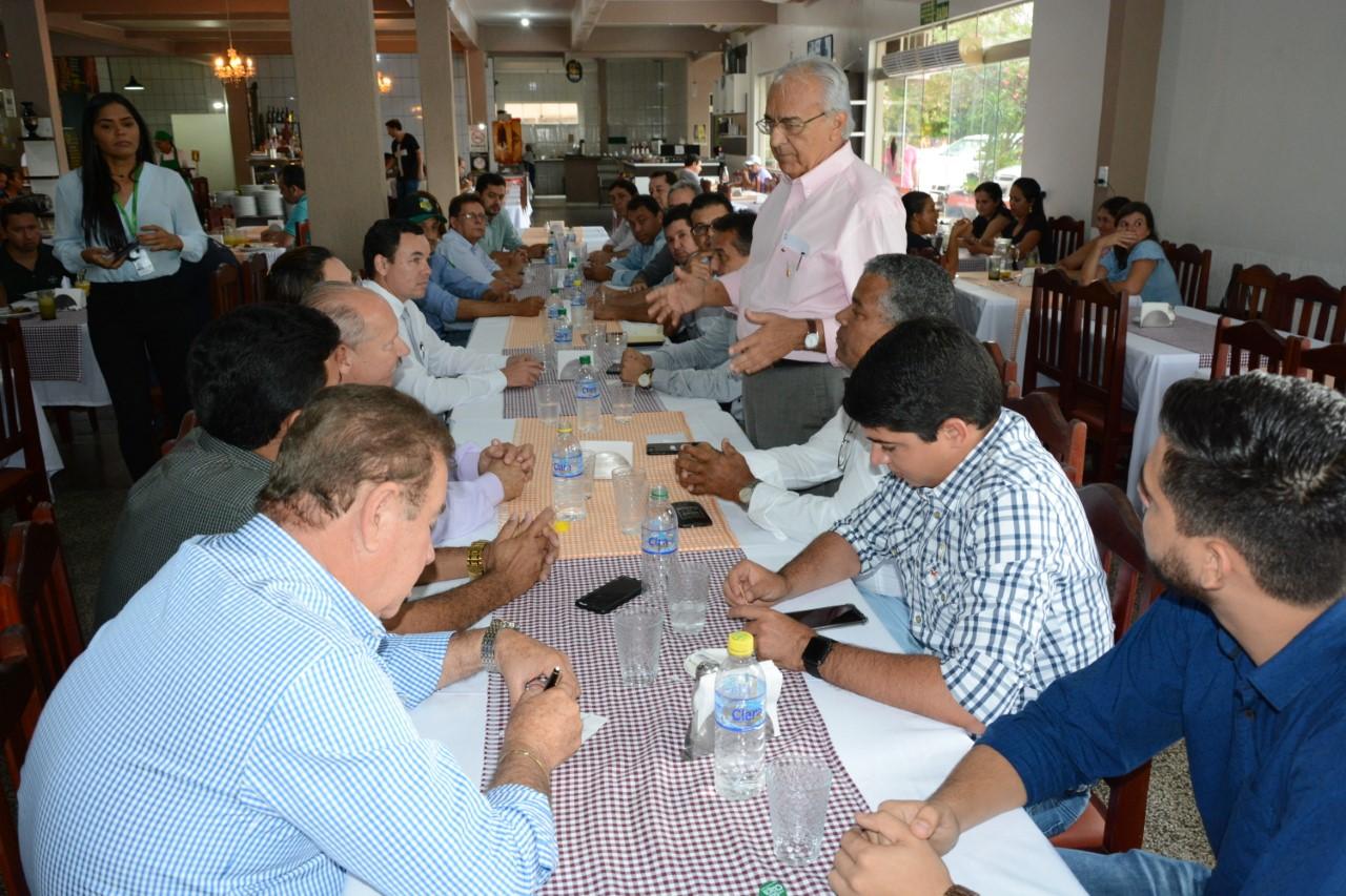Prefeito Avelino e vice Celso participam de encontro com representantes do Sicredi União