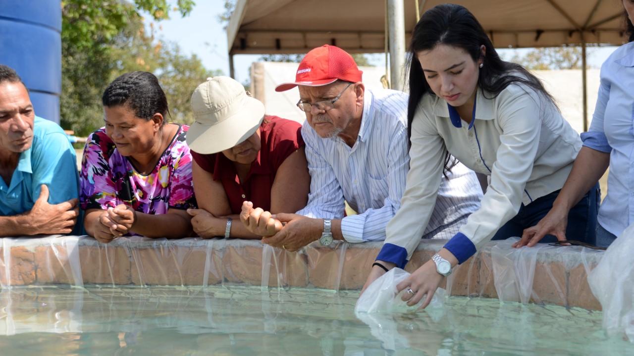 Em Dia de Campo, Seder apresenta a produtores do Assentamento São João I novo modelo de tanque para criação de peixe