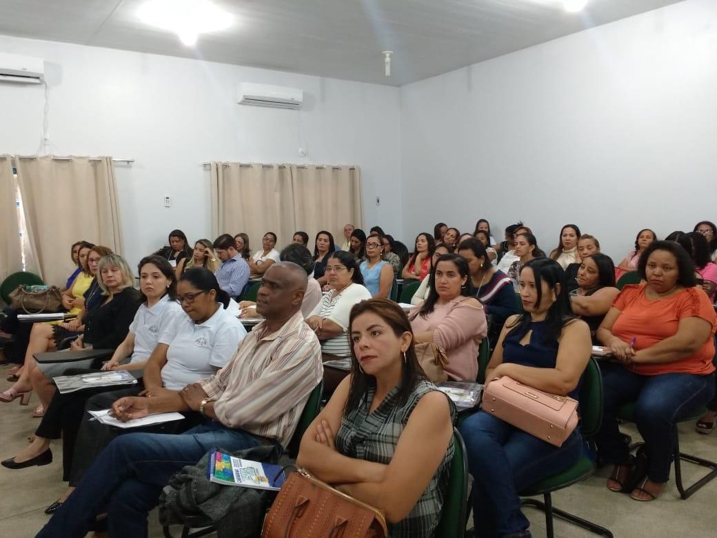 Fundação Lemann destaca a importância de ações para o crescimento da escola durante curso em Dianópolis