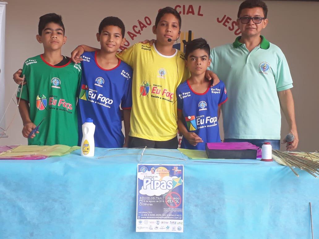 Festival reúne familiares que aprendem a confeccionar pipas na AASJN