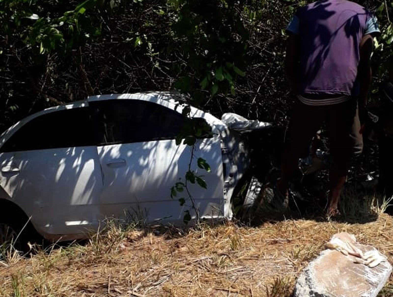 Motorista morre após carro bater de frente com caminhão na BR-153
