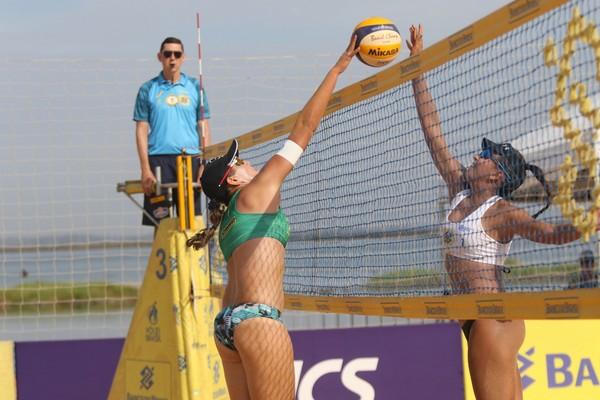 Ana e Rebecca Silva vão decidir a final do Open de Vôlei contra Taina e Victoria