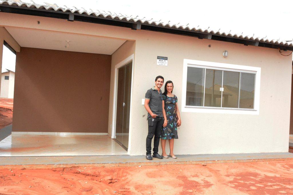 Famílias vistoriam casas do Residencial Parque do Lago