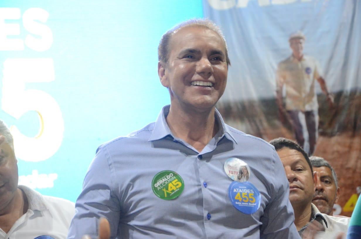 Ataídes promete solucionar o déficit habitacional do Estado