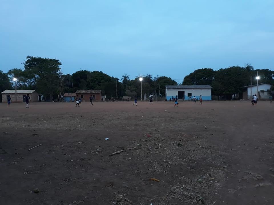 Prefeitura de Lagoa da Confusão inaugura refletores de Campo de Futebol em aldeia