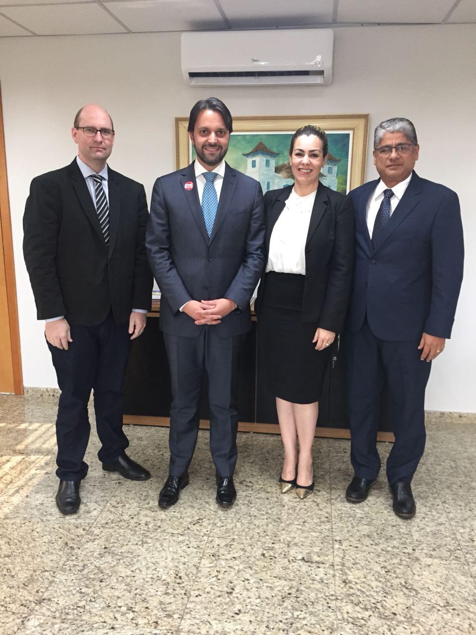 Prefeita Cinthia Ribeiro discute projetos de interesses de Palmas com ministro das Cidades