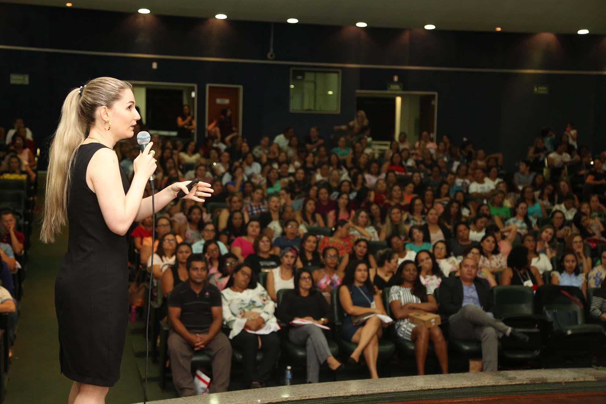 Cerca de 500 profissionais de magistério participam do seminário final do Pnaic em Palmas