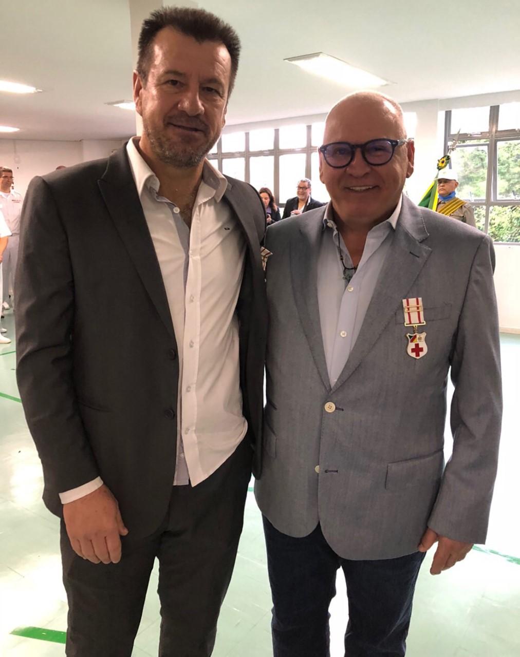 Sidney Oliveira e Dunga recebem Medalha do Mérito de Saúde em Porto Alegre